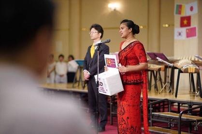宮迫会長の『開会宣言』とスリランカ人米山奨学生の『同時多発テロについてのスピーチ』、その後、全員で心を一つにして黙とう