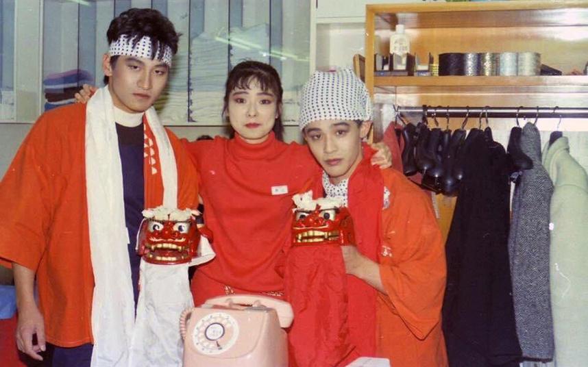 当時大型サロンだったタカノ美容室中央店にて(正月の初荷でメイクしています)